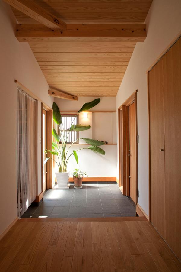 ゆったり過ごせる2世帯の木の家(宝塚市)