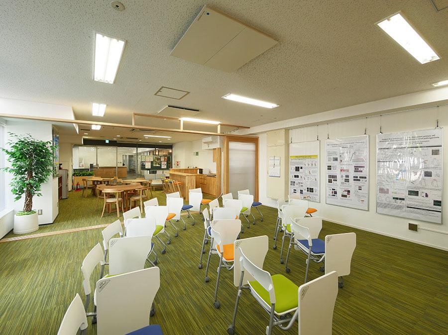大阪大学微生物病研究所棟1階木のリフォーム(吹田市)