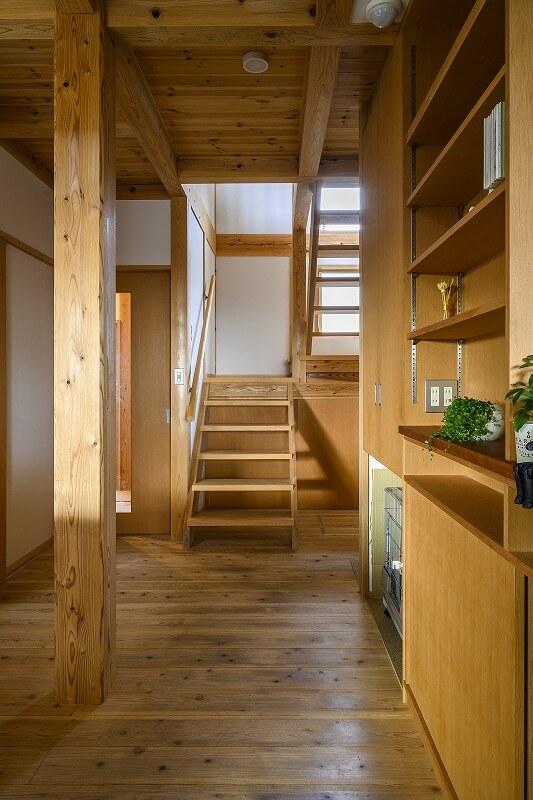 小国杉の柱を見せた、真壁の木の家(宝塚市)